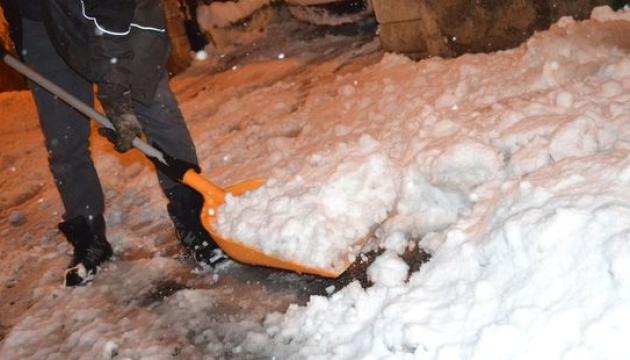 Блекаут у Франції: снігопад залишив без світла 300 тисяч будинків