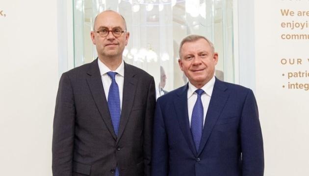 Smoliy trata la reforma del sector financiero con la Misión del FMI