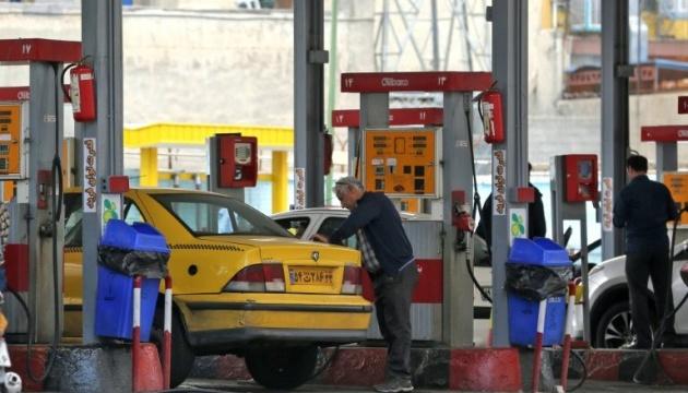 Протести проти підвищення цін на бензин в Ірані: загинула людина