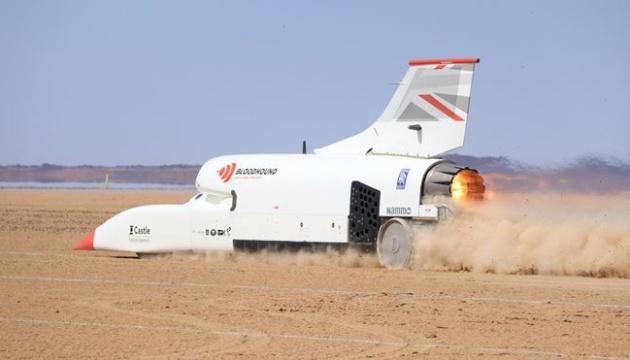 Суперкар Bloodhound разогнали в пустыне до 1010 километров в час