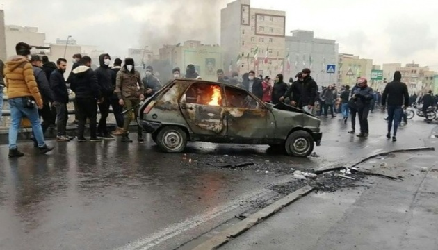 В Иране в результате столкновений протестующих с полицией погиб 21 человек