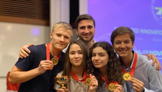 Innovationswettbewerb: Vier junge Forscher aus der Ukraine gewinnen Goldmedaillen in Singapur