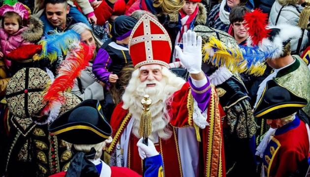 В Нидерландах отмечают приезд Синтерклааса
