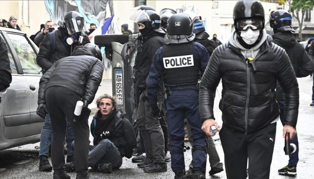 Во Франции задержали более 250
