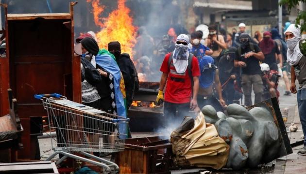 Протести в Чилі: президент звинуватив поліцію у зловживанні силою