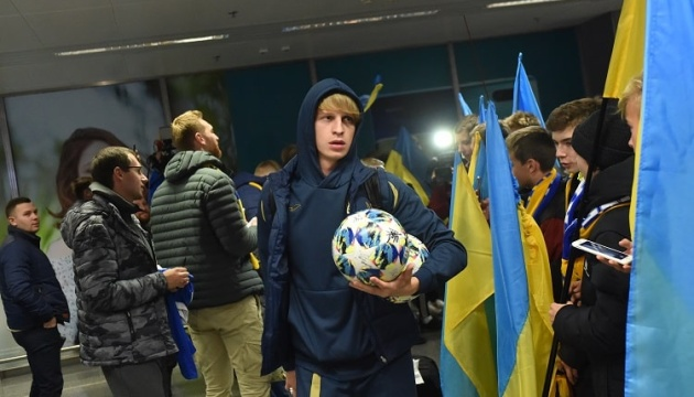 Футбольну збірну України урочисто зустріли на батьківщині