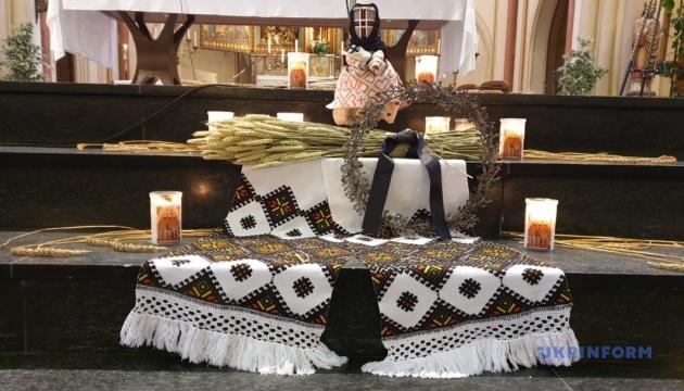 Українці в Нідерландах помолилися за жертв Голодомору