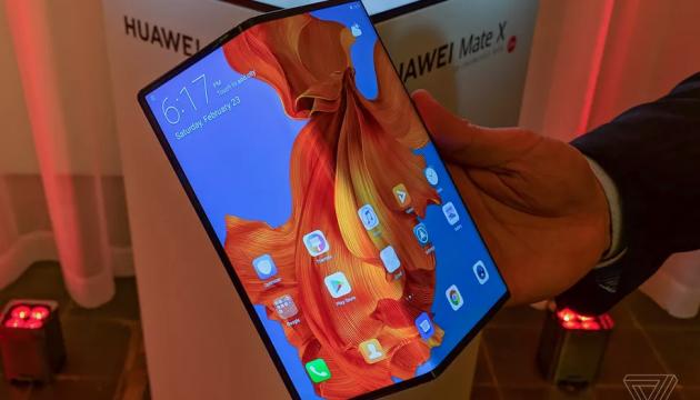 Huawei запустил в продажу гибкий смартфон с 5G