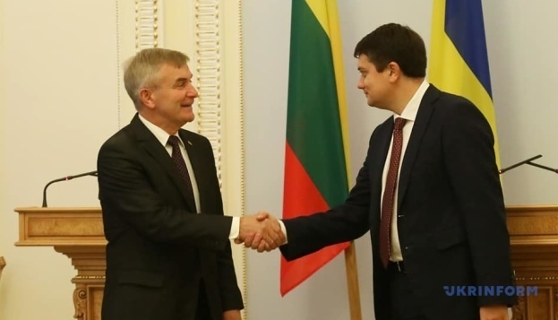 Pranckietis invita a Razumkov a visitar Lituania