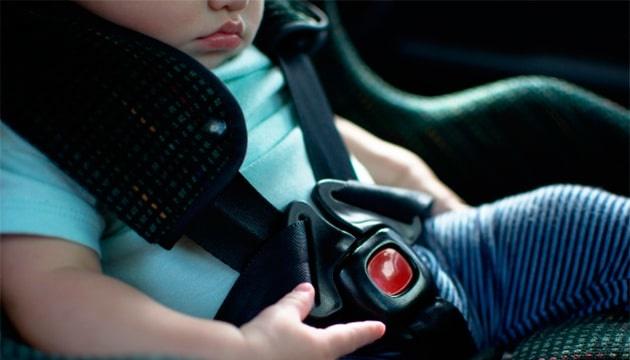 Відзавтра водіїв почнуть штрафувати за перевезення дітей без автокрісла