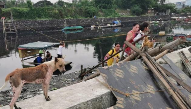На севере Филиппин эвакуируют тысячи людей - приближается тайфун