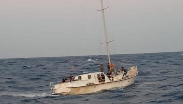 У берегов Италии задержали яхту с украинским экипажем, который переправлял мигрантов