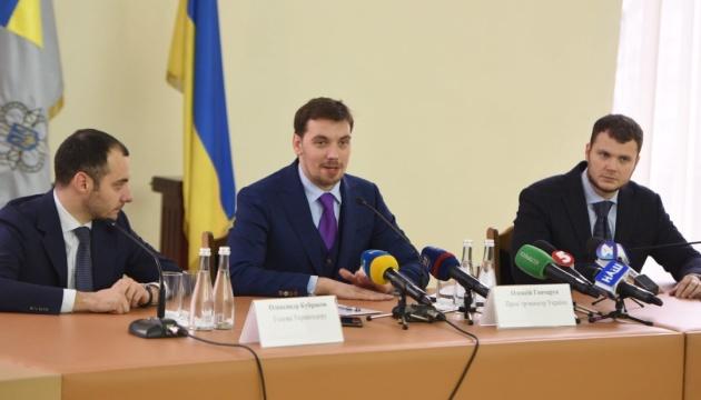Гончарук анонсував масштабний ремонт доріг в Україні наступного року