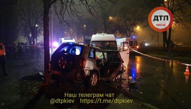В Киеве легковушка столкнулась с маршруткой: двое погибших, 11 пострадавших