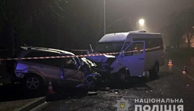 У Києві легковик зіткнувся з маршруткою: двоє загиблих, восьмеро постраждалих