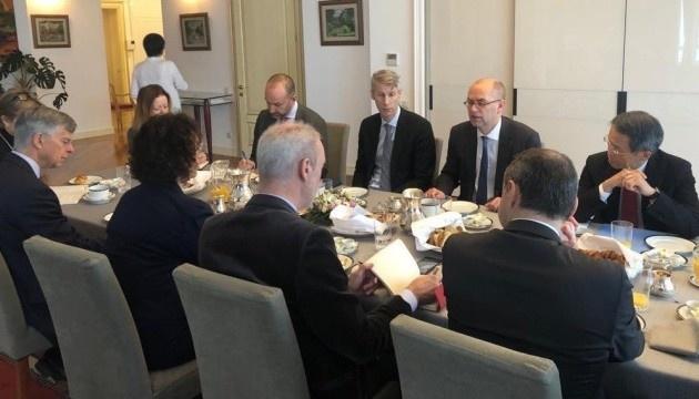 Les ambassadeurs du G7 ont exprimé leur soutien à un nouveau programme de coopération entre l'Ukraine et le FMI