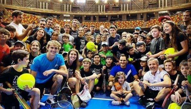 Федерер победил Зверева в первом матче латиноамериканского турне