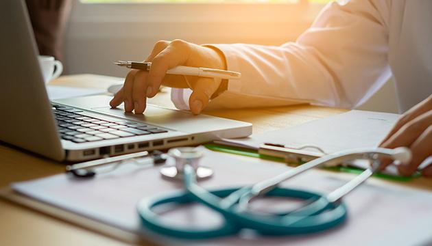 В Кабмине опровергают приостановку выплаты больничных и декретных