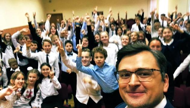 Кулеба провів урок для школярів у День Гідності та Свободи