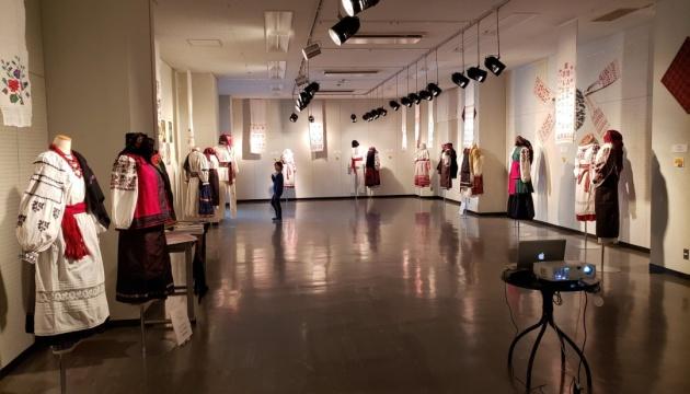 На виставці в Японії демонструють українське національне вбрання