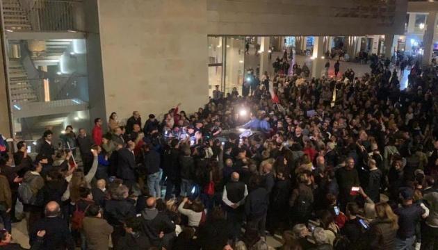 Убивство журналістки на Мальті: протестувальники вимагали відставки прем'єра