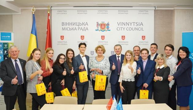 Вінниці вручили нагороду ЮНІСЕФ за перемогу в конкурсі кращих практик для громад, дружніх до дітей