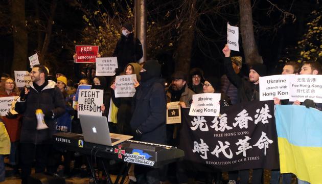 Un rassemblement de soutien aux manifestants de Hong Kong a eu lieu à Kyiv