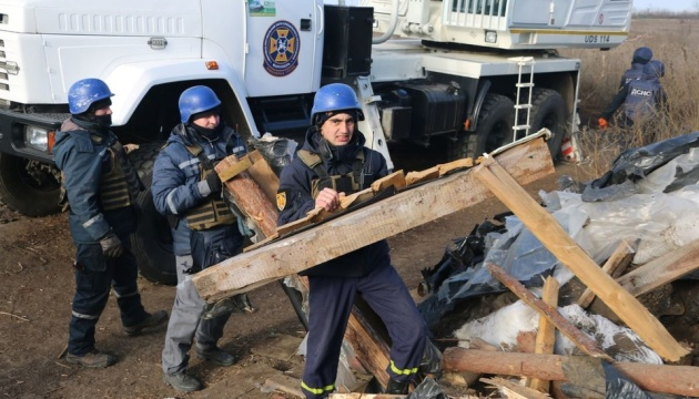 У районі розведення сил біля Петрівського демонтують бліндажі