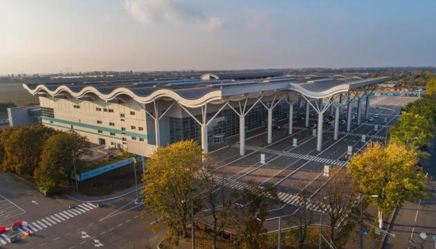 В аеропорту Одеси літак зі Стамбула підломив шасі при заході на посадку