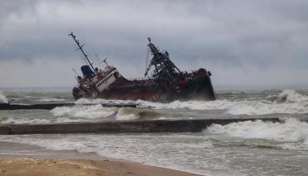 На місці аварії танкера Delfi взяли проби води