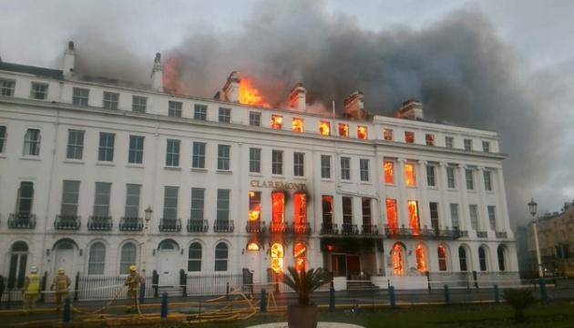 В британской гостинице — пожар, огонь тушат водой из Ла-Манша