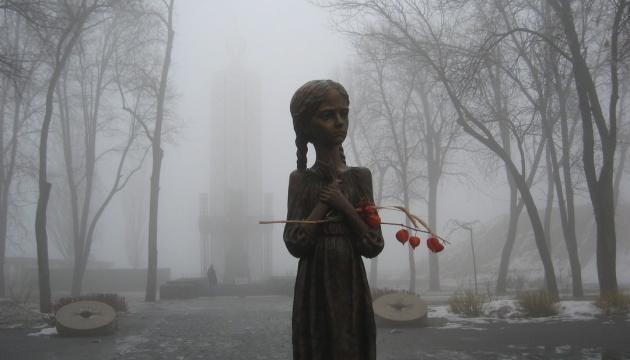 В СКУ засудили акт вандалізму щодо скульптури дівчинки з колосками біля Музею Голодомору