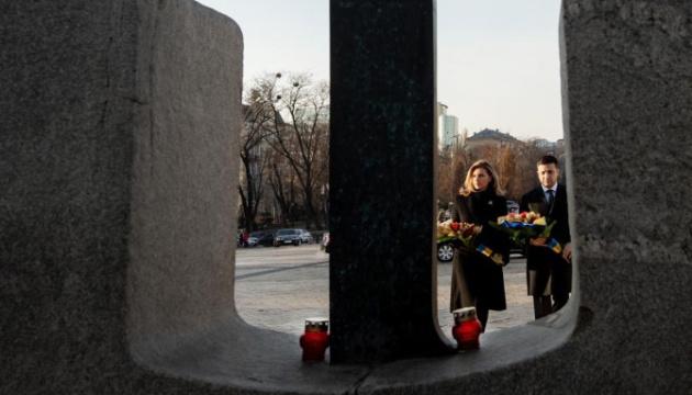 Президент з дружиною вшанували пам'ять жертв Голодомору 1932-1933 років