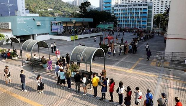 Рекордна явка: у Гонконзі на тлі протестів проходять місцеві вибори
