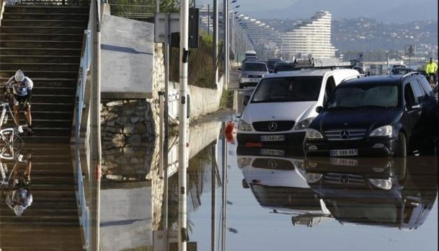 Францію продовжує штормити, є постраждалі