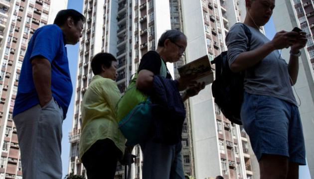 У Гонконзі на парламентських виборах заборонили балотуватися 12 опозиціонерам