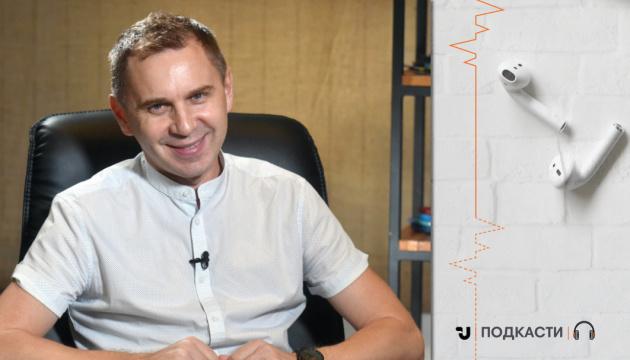 Говоримо з Олександром Авраменком, мовознавцем, автором підручників, телеведучим
