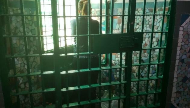 """""""Клітки-стакани"""" та зіпсовані продукти: у Денісової розповіли про """"горрор"""" у дніпровській в'язниці"""