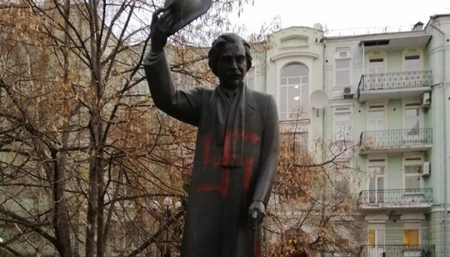 Свастики на пам'ятнику Шолом-Алейхему: у справі з'явилася ще одна кваліфікація