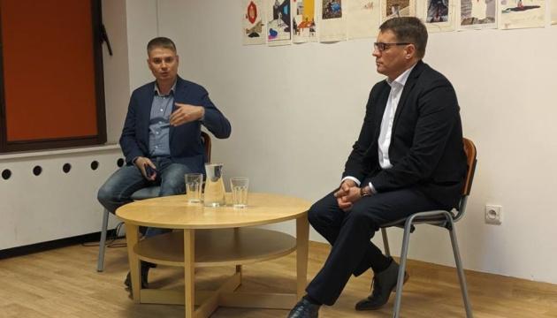 Сущенко призывает украинскую общину в Польше писать письма политзаключенным Кремля