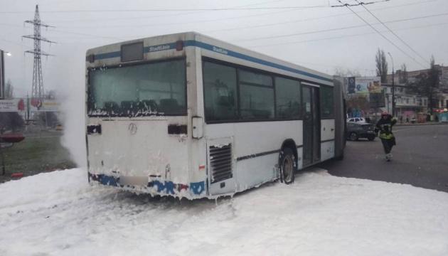 У Миколаєві на ходу загорівся автобус з пасажирами