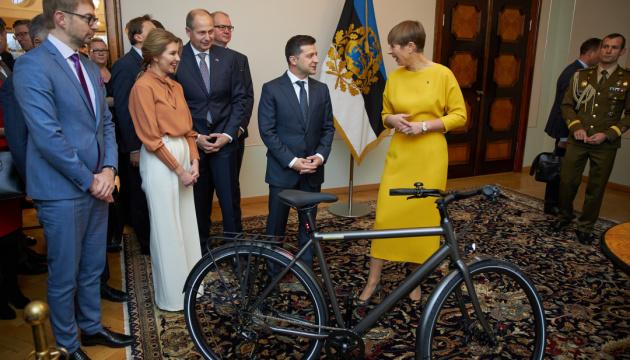 Картинки по запросу зеленський велосипед
