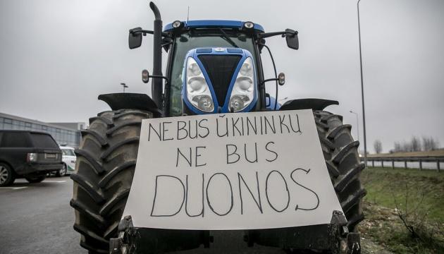 У Литві фермери на тракторах страйкують проти підвищення податків