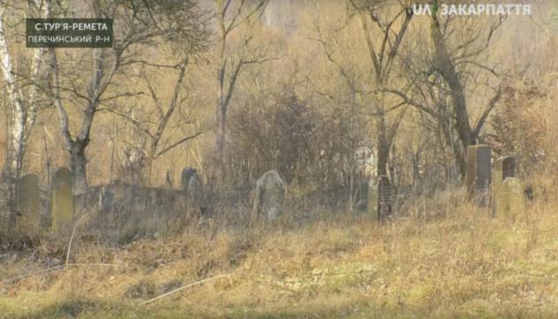 Із часником через кладовище: на Закарпатті проклали новий маршрут для туристів