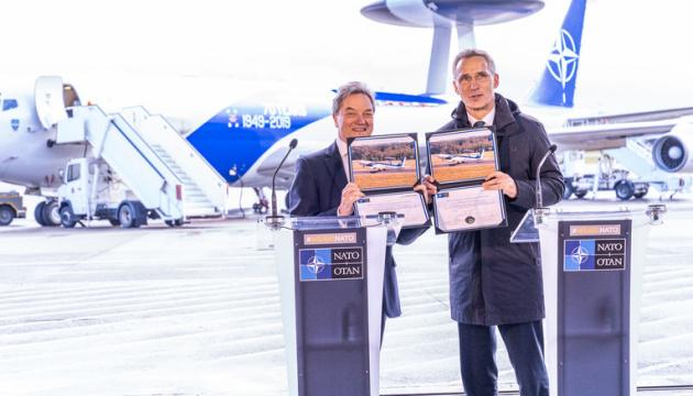 НАТО уклало мільярдний контракт із Boeing