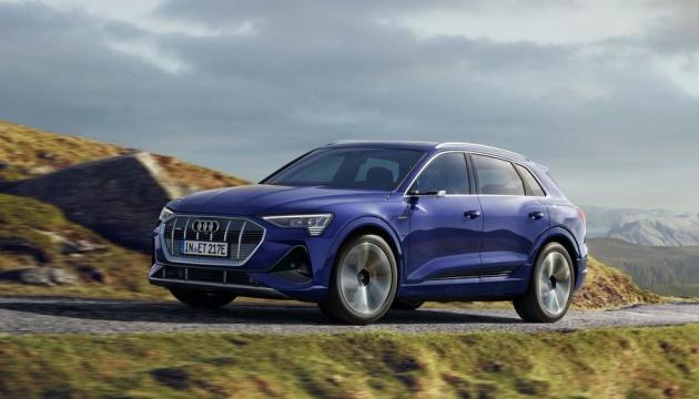 Audi провела апгрейд електричних кросоверів e-tron