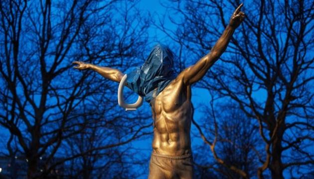 Статую Златана Ібрагімовича понівечили після того, як він купив акції клубу-суперника