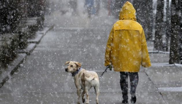 Зима «наступає»: на вихідні дощ із мокрим снігом, вночі до 6° морозу