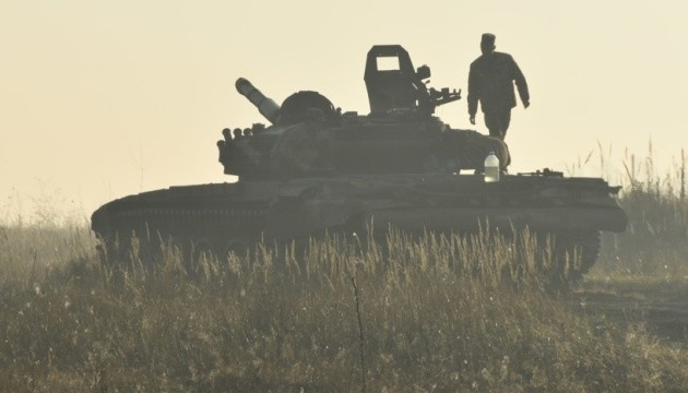 Окупанти зосередили обстріли на Луганському напрямку, поранений військовий
