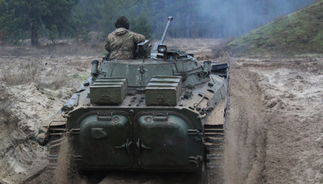 Донбас: п'ять обстрілів, під Кримським окупанти гатили із гармат БМП